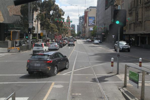 Right turning motorist blocks the tram tracks at Flinders and Russell Street