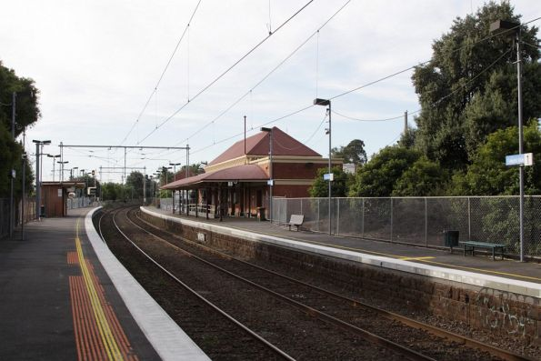 Looking down platform 2 at Ascot Vale