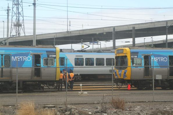 New class of train drivers learn to uncouple Comeng trains at North Melbourne