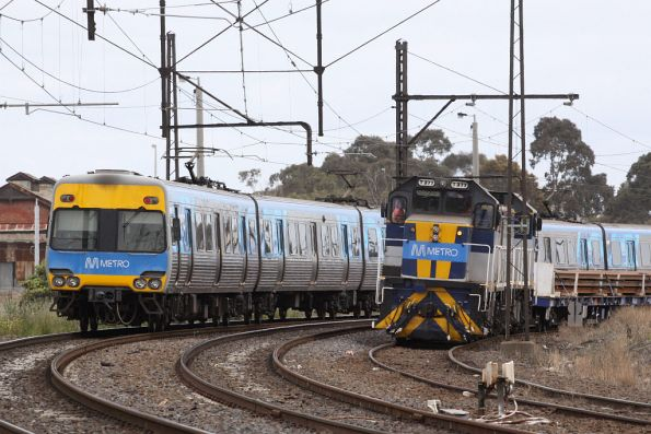 A Metro livered Comeng passes by bound for Werribee