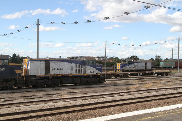 T395, T373 and T376 shuffling around at Tottenham Yard to form a push-pull ballast train