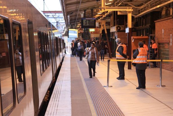 Blocking off the western end of Flinders Street platform 1 in morning peak