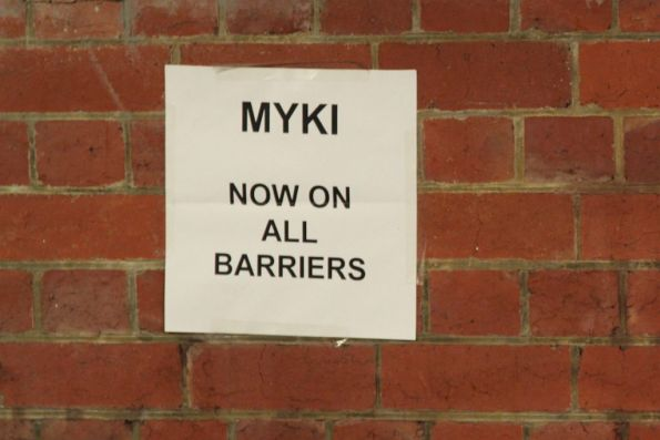 'Myki now on all barriers' sign at Glenferrie platform 3