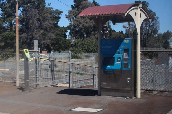 Myki equipment at Corio station: single FPD, and a CVM under a tiny shelter