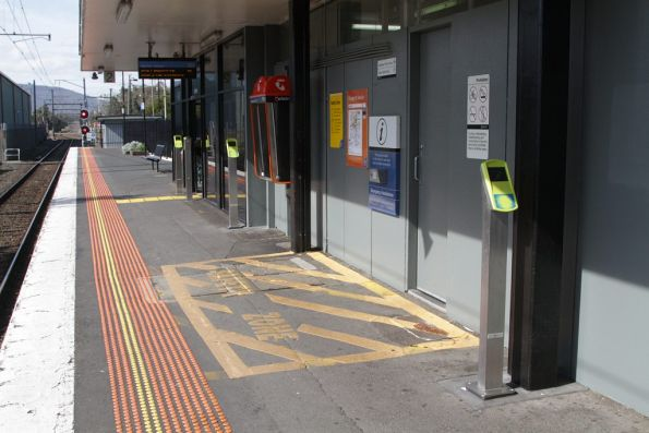 Additional myki readers added before the platform 2 exit at Bayswater