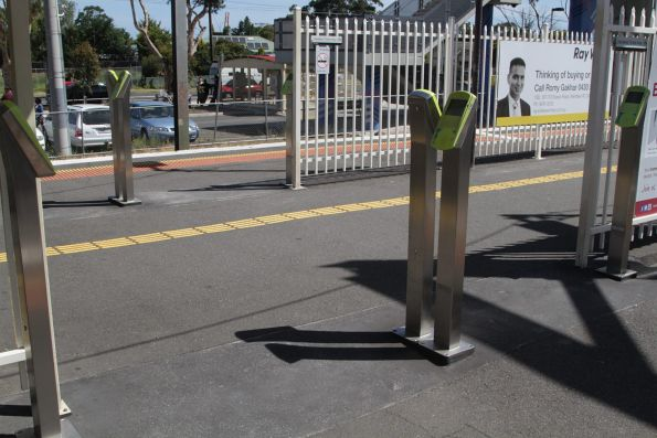 Additional myki readers installed on platform 2 and 3 at Laverton