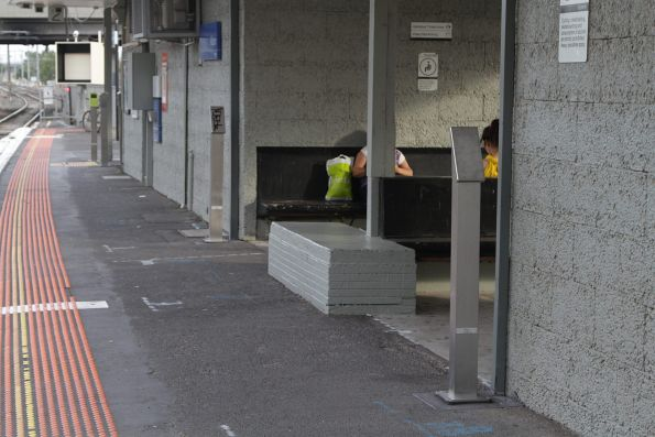 More myki readers added to the down platform at Albion station