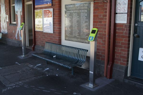 Extra myki readers added inside the paid area at Oakleigh platform 2
