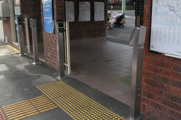 Vix myki readers retrofitted at Blackburn station
