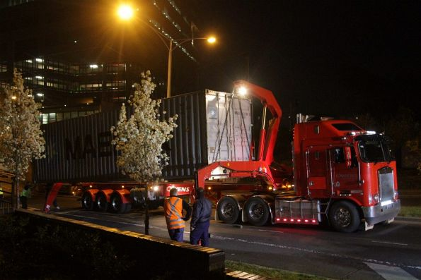 Sidelifter loads the offending container