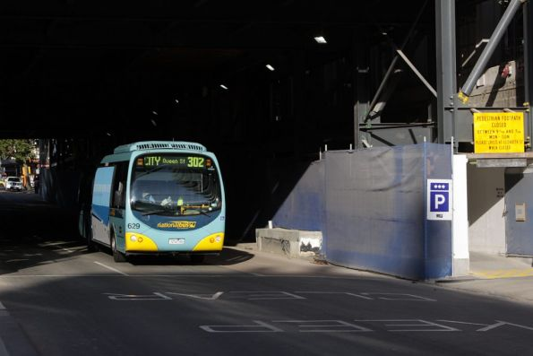 National Bus #629 westbound on 302 along Lonsdale Street, passing beneath the Myer building works