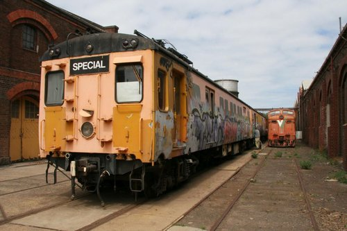 Harris greaser train beside a V/Line liveried L class