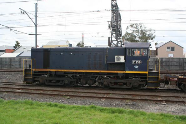 Y136 as the EDI Rail shunter at Newport, split system aircon for the cab