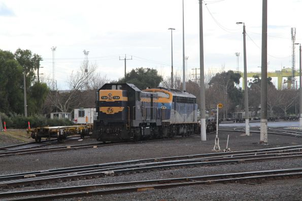 T364 and B76 stabled at the east end of North Dynon