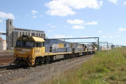 NR69, NR65 and NR112 lead diverted 7SP5 freight south through Sunshine