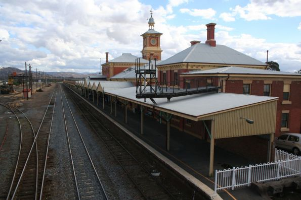 Looking south along the platform at Albury