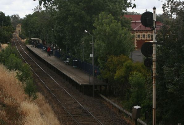Standard gauge platform at Benalla from the station overpass