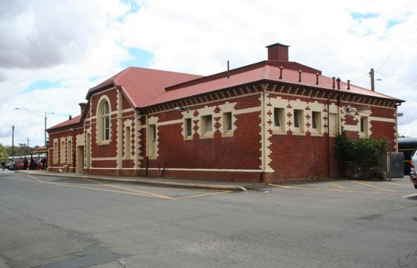 Street side of Benalla station