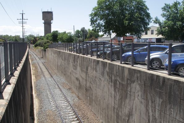 Looking down the original standard gauge line in the cutting at Wangaratta station