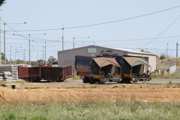 NSW open wagon and VHQF quarry wagon have both been chopped in half