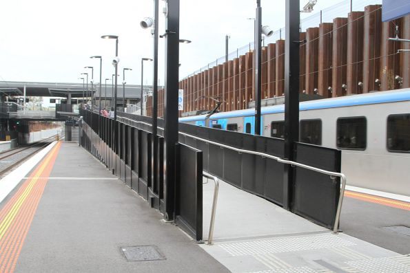 Ramp between platform 1/2 and concourse at Bentleigh station