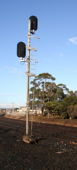 Damaged signal at North Shore after car accident