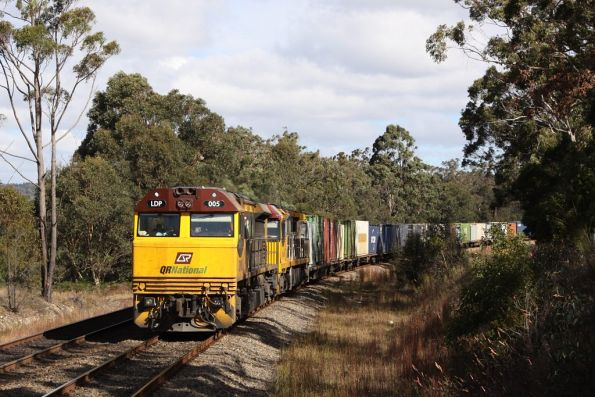 MB7 lead by LDP005 and 6009 pass through Yerrinbool station