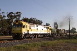 8030, 872 and 864 heads back to Junee, after shunting at Harefield
