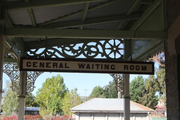 'General waiting room' sign at Blayney station