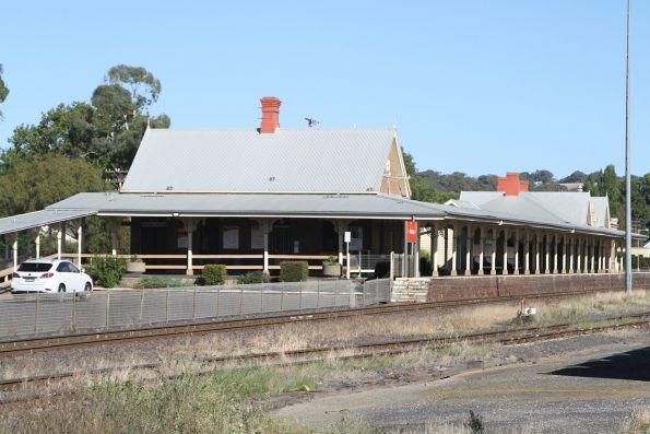 Station building and platform at Blayney