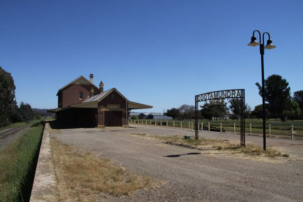 Island platform at Cootamundra West