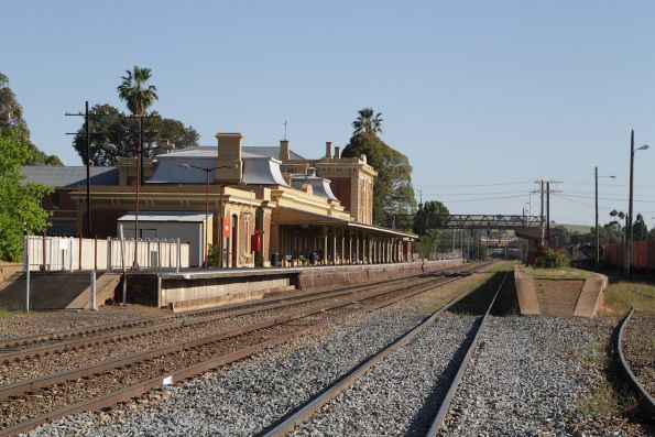 Looking down the line past the platforms at Junee
