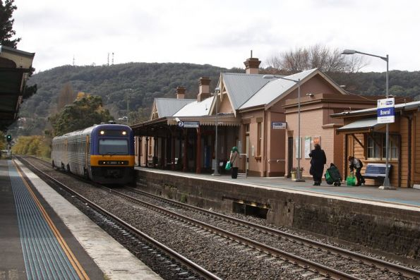Endeavour arriving into Bowral on a southbound service