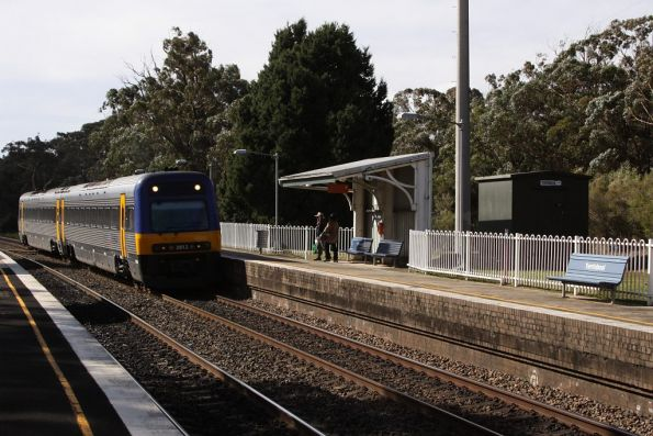 Southbound Endeavour finally arrives into Yerrinbool station