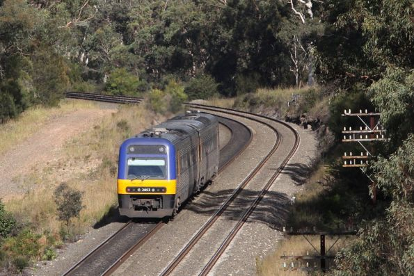 Trailing a 2-car set, Endeavour LE2853 at Tahmoor