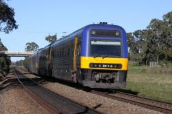Endeavour TE2811 leads a 4-car lashup express through Menangle