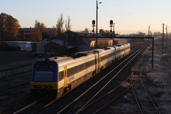 Endeavour TE2814 leads a 4-car consist into Goulburn