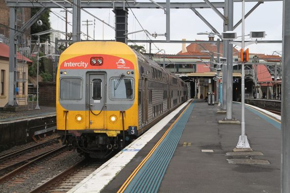 Set V3 leads a 4-car train through Redfern station on the down