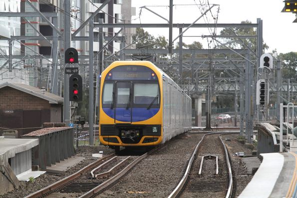 H25 trails H4 on a down Gosford service through Burwood station