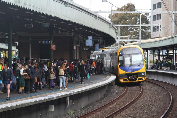 H18 arrives into Strathfield station with a down Emu Plains service