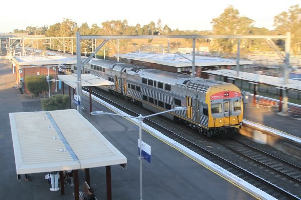V32 runs express through Rooty Hill on the down