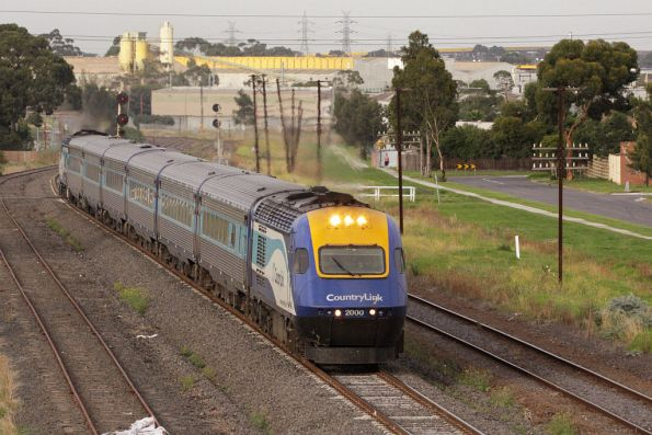 Class leader XP2000 leads the Sydney-bound XPT through McIntyre Loop