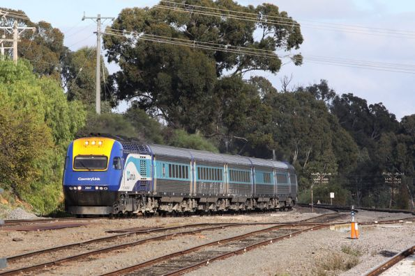 XP2007 leads the daylight XPT into Seymour on the down