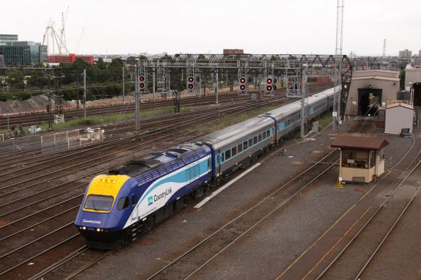 XP2009 leads the XPT into Southern Cross, having forced the Southern Spirit into the yard at Dynon