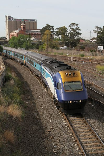 Power car XP2002 in the lead of the northbound XPT at Albion