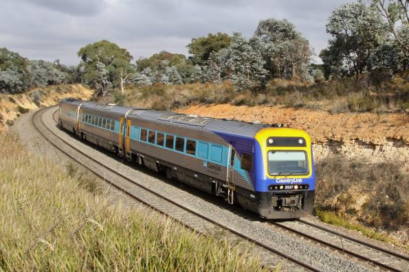 Xplorer 2527 leads an up service outside Goulburn