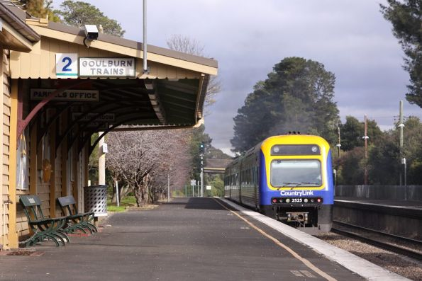 Xplorer 2525 trails a down service running express through Bundanoon