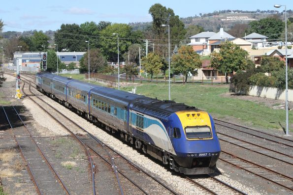 XP2007 trails the westbound Dubbo XPT out of Bathurst station