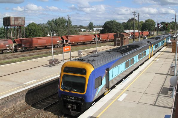 Xplorer 2525 trails the down Canberra service into Goulburn