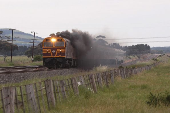 44211 leads the train towards Summerhill Road in Craigieburn